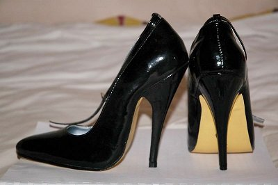 will-high-heel-shoes-damage-wooden-floors